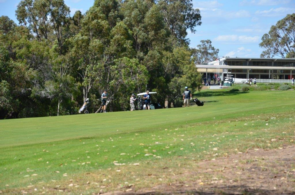 2a.-1st-Hole-Fairway-and-clubhouse.jpg